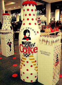Marc Jacobs giant promotional coca-cola in Selfridges. Wow, look at this P/O/P display matching the Coca-Cola packaging PD