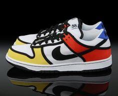 Sapatilhas Nike, 2008. Padrão inspirado no movimento De Stijl.