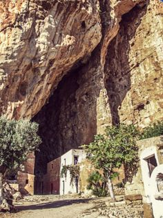 Grotta Mangiapane Grotto #Scurati #Custonaci #Trapani © smartraveller.it http://smartraveller.it/2014/12/05/grotta-mangiapane