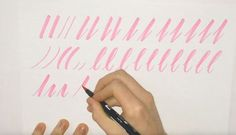 Il y a quelques jours je vous présentais un petit tuto rapide qui expliqué comment bien manipuler un Pilot Parallel pen. Aujourd'hui dans un nouveau tuto proposé par Stephen James Bradbury, vous allez voir quelques exercices simples pour commencer le hand lettering à l'aide d'un brush pen. Avec …
