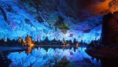 蘆笛岩〈ろてきがん〉(中国) 青の絶景 THE WORLD IS COLORFUL 海外旅行情報 エイビーロード