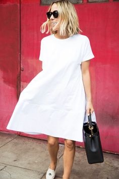 I just can't get enough of thislittle white dress. For some reason the flared out drop waist reminds me of something that girls from the south would wear which makes me feel girlie, yet edgy all at the same time! As I step into the weekend, I'm all about dressing in comfort and this dress … read on