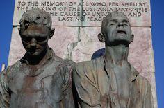 Detalhe do Memorial da Paz e Honras Lusitania. 1936-1963. Bronze. Jerome Connor (Coumduff, Irlanda, 23/02/1874 - 21/08/1943, Dublin, Irlanda). Está localizado na Praça Casement em Cobh, condado de Cork, Irlanda.  Fotografia: Kelly Williams no Flickr.