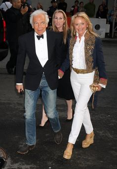 Ralph Lauren Photos - Celebrities arrive at the 2009 CFDA Fashion Awards at the Lincoln Center in New York City. Sarah Jessica Parker, Dolce & Gabbana, Ralph Lauren Style, Polo Ralph Lauren, Ralph Laurent, Mature Fashion, Sport Coat, Stylish Men, Couple