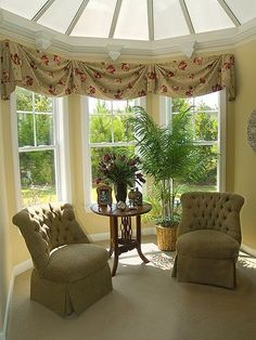 simple 3 window valance attached together like if it were a bay window - Window Treatment Ideas - Valances For Living Room, Bay Window Living Room, Bedroom Windows, Bay Windows, Corner Window Treatments, Custom Window Treatments, Window Coverings, Bay Window Curtain Inspiration, Bay Window Curtains