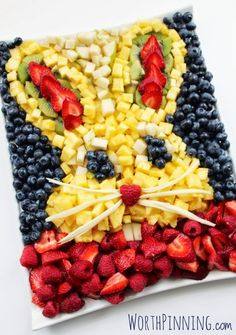 Healthy Easter Fruit Platter for the Kids! Bunny Head Fresh Fruit Platter - A healthy alternatives into the Easter mix. A giant bunny head fruit platter is sure to bring a few smiles to the breakfast table or party table. No baking skills required! Easter Recipes, Holiday Recipes, Party Recipes, Easter Breakfast Recipes, Easter Dinner Recipes, Holiday Foods, Fruit Recipes, Salad Recipes, Ostern Party