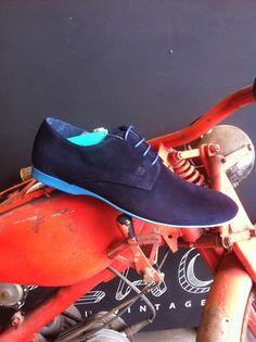 Confortable zapato de caballero, suela celeste