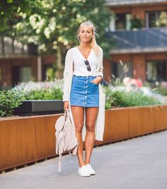 Cute Outfits With Denim Skirts - These Denim Skirt Outfits Will Make You Bee A Headturner Mode Outfits, Casual Outfits, Summer Outfits, Fashion Outfits, Casual Dinner Outfit Summer, Gq Fashion, Summer Skirts, Skirt Fashion, Trendy Fashion