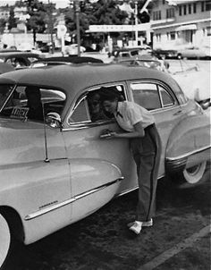 Car hop- dreamed of doing this as a teenager! Vintage Pictures, Old Pictures, Old Photos, Vintage Diner, American Diner, Classic Chevy Trucks, Mystery Of History, White Picture, The Good Old Days