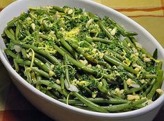 17 Impressive (and Easy to Make) Thanksgiving Vegetable Side Dishes Whether you are preparing green beans, brussels spro Lemon Green Beans, Roasted Green Beans, Iftar, Roasted Vegetables, Veggies, Hazelnut Recipes, Thanksgiving Side Dishes, Roasted Turkey, Main Meals