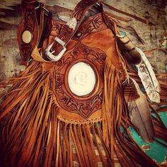 Apache A gorgeous new handcrafted leather bag from Buffalo Girls. Just amazing! Cowgirl Style, Cowgirl Boots, Cowgirl Fashion, Leather Art, Leather Tooling, Boho Gypsy, Hippie Boho, Western Purses, Medicine Bag