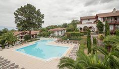 Vakantiehuis in Ciboure (Nouvelle-Aquitaine) Villa la Maldagora biedt uitzicht over de golfbaan La Nivelle en de baai van Saint-Jean-De-Luz in een heerlijk rustige omgeving waar je helemaal kunt bijkomen. De architectuur sluit naadloos aan bij h