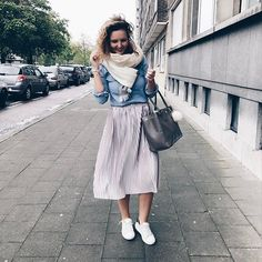 I'm a walking @zara store 🙈😂 #whatiworetoday #ootd #fashion #lookbook #antwerp #brussels #officeoutfit #midiskirt #pink #whitesneakers #igers #style #fashionaddict #fashionblogger #blog