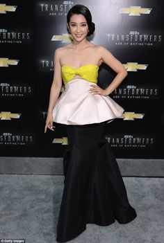 Bingbing Li looked gorgeous in a green, white and black satin dress for the Transformers premiere in New York http://dailym.ai/1yRcHP8