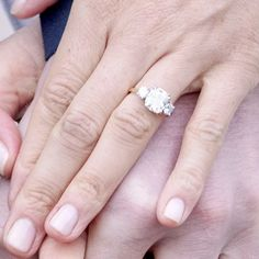 What shape is Meghan Markles Engagement Ring? See how easy it is to copy this royal engagement ring look!