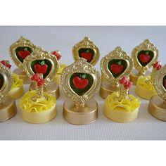 Snow White chocolate covered Oreos via Pikore. (Inspiration)