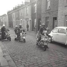 More Mods on the move. Mod Scooter, Lambretta Scooter, Scooter Girl, Vespa Scooters, Skinhead Fashion, Photo Transfer, 60s Mod, Keep The Faith, Mod Fashion