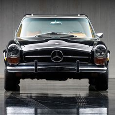 A concourse Mercedes Benz 280SL W113 Roadster - photo by @mirkzoffical