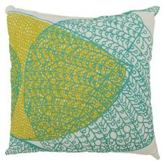Pretty outdoor pillow for my porch Colorful Throw Pillows, Backyard, Patio, Living Spaces, Living Room, Leaves, Diy Crafts, Outdoor Pillow, Porches