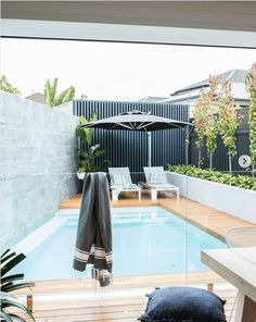 Swimming Pool Design Ideas is based on what can be done with the space in the backyard or garden. A backyard that is too big can be cramped; backyard big Beautiful Minimalist Swimming Pool Design Ideas In Backyard on Small Space on Budget Diy Swimming Pool, Small Backyard, Pool Decor, Small Swimming Pools, Outdoor Design, Pool Houses