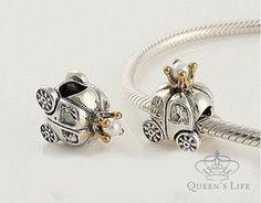 Queen's Life | Berloque Prata Carruagem Pérola R$75