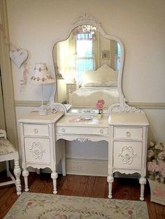 61 Ideas antique white furniture bedroom vintage vanity for 2019 Shabby Chic Spiegel, Shabby Chic Vanity, Shabby Chic Kitchen, Vintage Shabby Chic, Shabby Chic Homes, Shabby Chic Decor, Antique White Furniture, White Bedroom Furniture, Shabby Chic Furniture