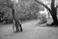 "<div class=""artist""><strong>Tod Papageorge</strong></div><div class=""title_and_year""><em>Young man and two girls under tree, Central Park</em>, 1969</div><div class=""medium"">Silver gelatin print, printed later </div><div class=""dimensions"">40.64 x 50.8 cm</div><div class=""edition_details"">Edition of 20</div>"