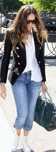 Someone else wrote: Sarah Jessica Parker - Blazer, Buttondown Shirt (half tucked), Cuffed Skinnies, Chucks- I LOVE HER (I love her style too but would've worn pumps- Mari) Mode Outfits, Casual Outfits, Fashion Outfits, Womens Fashion, Sneakers Fashion, Swag Fashion, Women's Sneakers, Tokyo Fashion, Fashion Pants