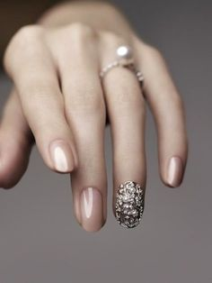 Highlight that ring with even more bling! Cool idea for wedding nails // Image from Pinspire