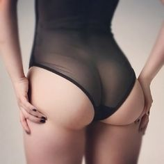 Oh how I would love a cellutlite free bum! haha. I'll make myself feel better by believing that this is all retouching!! :)