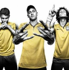 Thiago Silva, Neymar, David Luiz are the best players on the Brazilian team Brazil Football Team, Brazil Team, National Football Teams, Nike Football, Brazil Players, Football Jerseys, World Cup Kits, World Cup 2014, Brazil World Cup