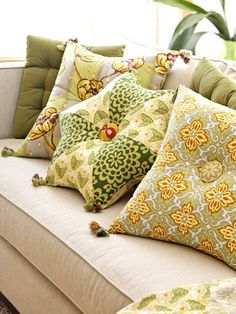 Pretty pillows start out with simple modified square pillows, tufted with an oversize covered button. While you've got the cutting-and-stitching rhythm going, make the fabulous star-shape pillow. Sewing Pillows, Diy Pillows, Decorative Pillows, Throw Pillows, Pillow Ideas, Scatter Cushions, Couch Pillows, Modern Cushions, Sewing Projects
