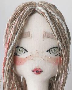 Think I've got a new fave dolly 😍 . Doll Crafts, Diy Doll, Plush Dolls, Doll Toys, Tilda Toy, Polymer Clay Dolls, Creation Couture, Sewing Dolls, Doll Hair