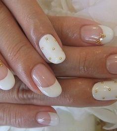 http://www.helpdressme.net/nail-art/trendy-bridal-nail-art-ideas/