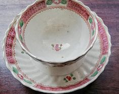 century English tea bowl and saucer possibly from Keeling factory Coffee Cups, Tea Cups, Tiny Shop, Vintage Cake Stands, Tea Bowls, Georgian, Flute, 18th Century, Period
