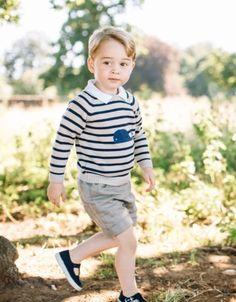 Nieuwe foto's van jarige prins George vrijgegeven - Gazet van Antwerpen: http://www.gva.be/cnt/dmf20160722_02394624/jarige-prins-george-al-drie-jaar-een-stijlicoon?hkey=6132c3d743bac754dd4458bd3709594c
