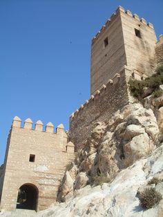 Recién salidas del horno os traigo estas fotos de mi último viaje a Almeria. En esta primera entrega podéis ver la Alcazaba de Almeria. La ...