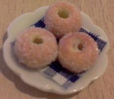 Dolls House Miniature Donuts On A Plate - Over 10,000 other miniature dollshouse items in stock! Visit www.thedollshousestore.co.uk