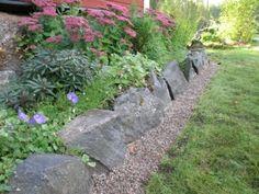 Rabattkanter av sten och trä