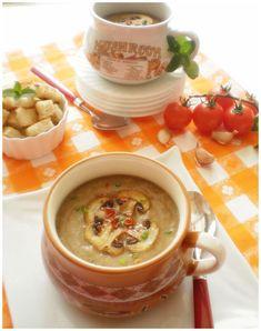 Ingrediente 400 gr ciuperci brune un morcov 2 cepe o buc telina 2 cartofi 1 l supa de legume(sau apa) 50 gr unt(margarina daca o pregatiti in post) 2 lg ulei de masline crutoane de paine sare piper un praf de usturoi Mod de preparare Ceapa tocata marunt se pune la calit in unt apoi …