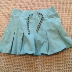 Old Navy girl's skort Light blue Old Navy XXL girl's skort, fits like a size 4. In good condition, it's a comfortable soft fabric. Old Navy Bottoms Skirts