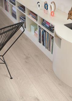 Pergo Laminatgulv – Long Plank 'Modern Grey Oak, Plank' I et mode… - home/hem Plank, Grey Oak, Minimalist Home Decor, Types Of Flooring, Home Reno, Home Accessories, Tile Floor, Sweet Home, House Styles