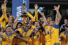 Tigres de la UANL se coronó campeón del futbol mexicano al imponerse en la ronda de penales a Pumas de la UNAM, luego que el marcador global quedó igualado 4-4 ...