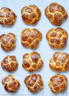 Challaaaaah! The traditionl Jewish bread makes impressive, brioche-like buns, too <3 #food #foodie #foodblog #bread #baking #kosher #foodphotography