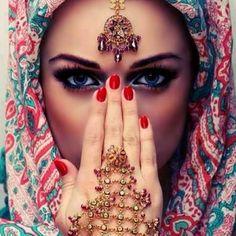 A daily dose of inspiration. #jewelry #gold #travel #beauty #nails #nailpolish #fabric #headscarf #inspiration #Arabian