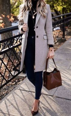Casual Fall Outfits You'll Want To Copy This Year, Fall outfits ideas, fall outfits for women, cute fall outfits, fall outfits. Winter Outfits For Work, Warm Outfits, Casual Winter Outfits, Winter Fashion Outfits, Mode Outfits, Autumn Outfits, Women Fall Outfits, Classic Outfits For Women, Autumn Casual