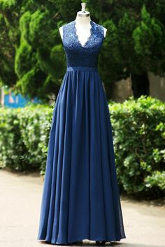 lace embroidery sexy hollow back prom dress... so elegant and classy <3