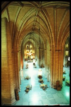 Frank Loyd Wright's Cathedral of Learning....Gorgeous room.