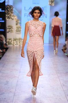 Lakmé Fashion Week – NISHKA LULLA AT LFW SR 2015