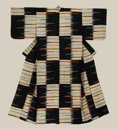 A silk meisen kimono featuring horizontal metallic silver thread inserts as highlights.  Mid-Showa period (1950-1970), Japan.  The Kimono Gallery